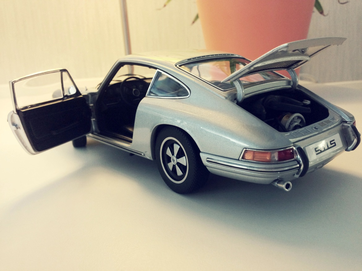 auto_art_1967_911s_back_open.jpg