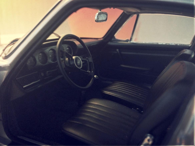 auto_art_1967_911s_interior.jpg